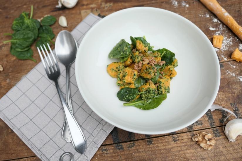 Zoete aardappel gnocchi met spinazie en geitenkaas || cookedbyrenske