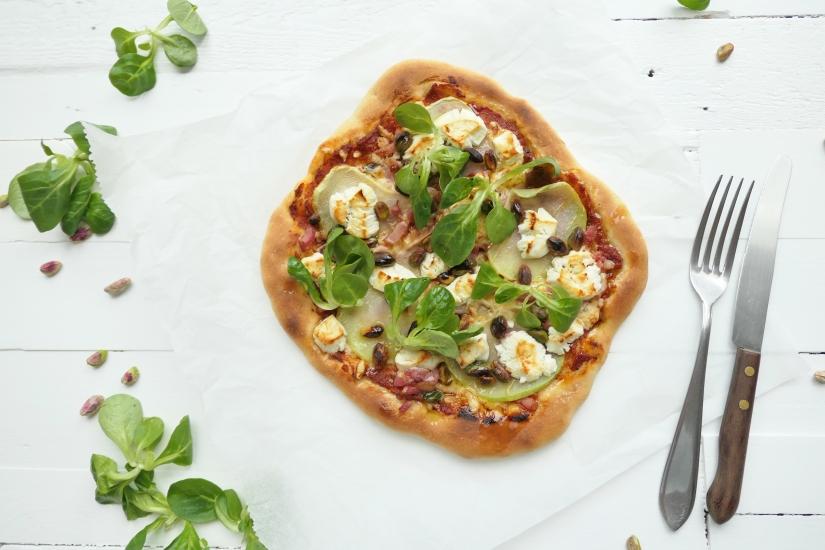Spelt pizza met koolrabi || cookedbyrenske