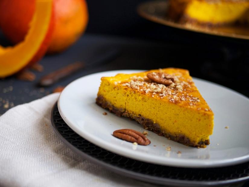 Pompoen cheesecake met pecannoten en dadels || cookedbyrenske
