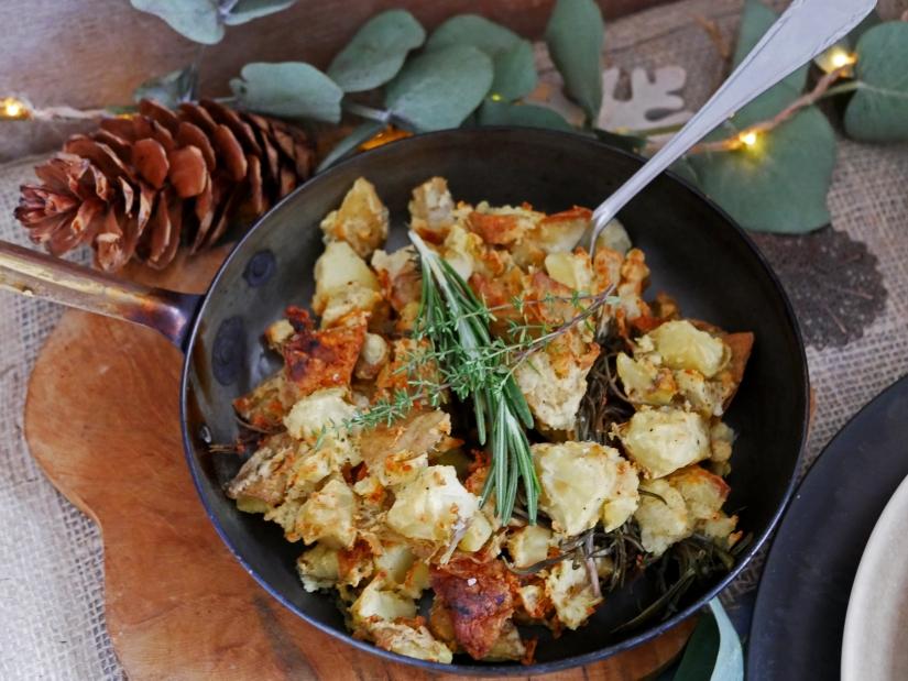Kerstmenu hoofdgerecht; Eend met ovenaardappels en gepofte bieten knolselderij creme || cookedbyrenske