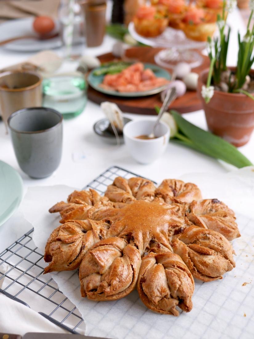 Sterbrood met pindakaas en gezouten karamel || Paas brunchtafel || cookedbyrenske