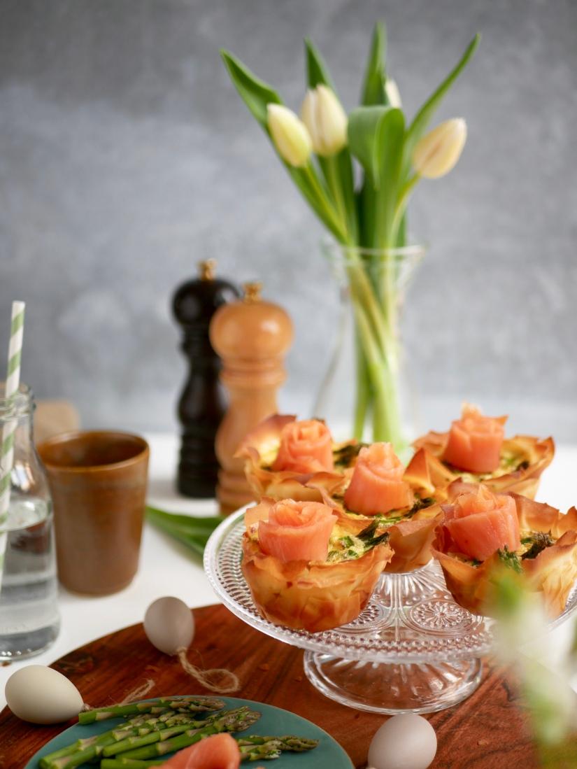 Filodeegbakjes met groene asperges en zalmroosjes || Paas brunchtafel || cookedbyrenske