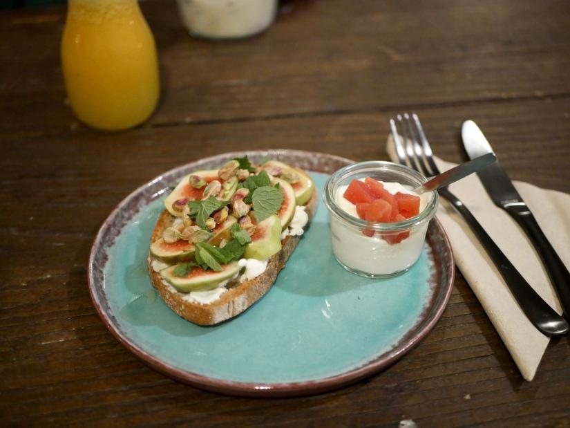 Hotspot #2: Yoghurt Barn Den Haag || Barn toast met vijgen || cookedbyrenske