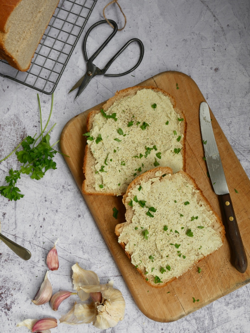 Vegan artisjokdip met versgebakken roggebrood || kookvideo || cookedbyrenske